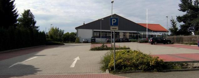Stadthalle Werdau 009 - Besucherparkplatz.jpg